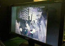 TEREKAM CCTV Pria Bugil Beraksi Bobol Coffe Shop