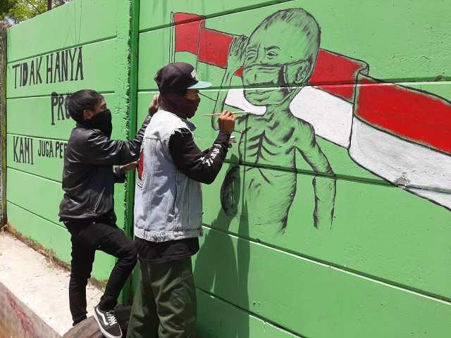LUAPKAN KEKECEWAAN Lewat Mural 'Busung Lapar' di Tembok yang Sama (2)