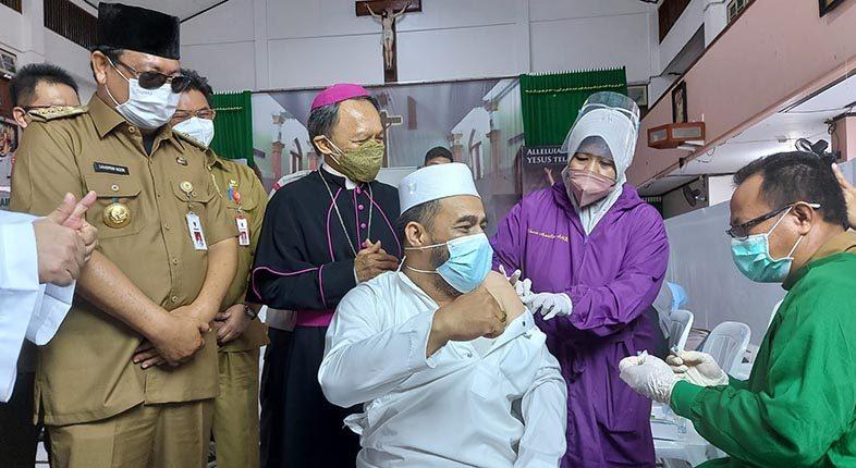 URGENSI DAN TOLERANSI Alasan Habib Fathur Ikut Bervaksin di Gereja