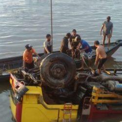 MISTERIUS Dua Orang yang Tenggelam, Meski Mobil Truk Terangkat Kepermukaan