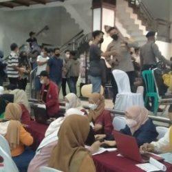 POLISI -MAHASISWA Bersama-sama Adakan 1000 Vaksin untuk Masyarakat