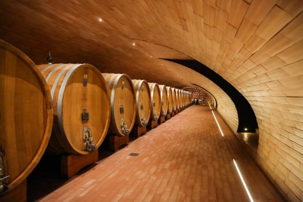 Área de para envelhecimento do vinho Antinori - Vinícolas da Toscana