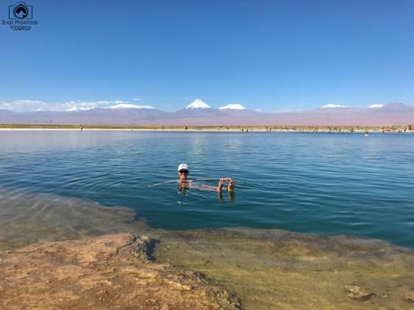 Imagem da flutuabilidade da Laguna Piedra no Deserto do Atacama