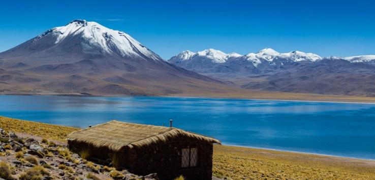 Vista da Laguna Miscanti nas Lagunas Altiplânicas no Deserto do Atacama