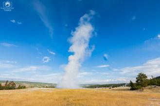 Old Faithful Gêiser no Parque Nacional de Yellowstone