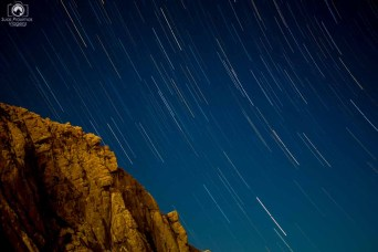 Star trail em Morro Bay na Big Sur