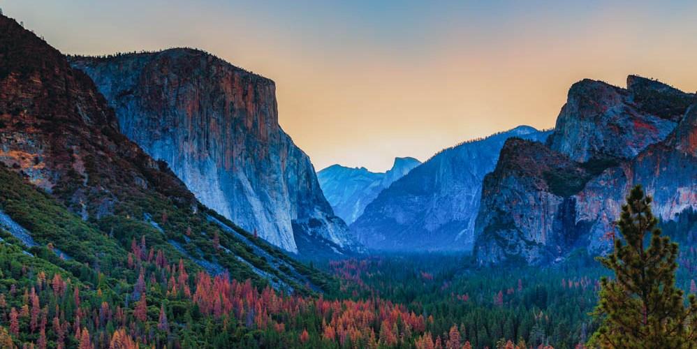 Amanhecer no El Capitan no Yosemite dos Parques Nacionais