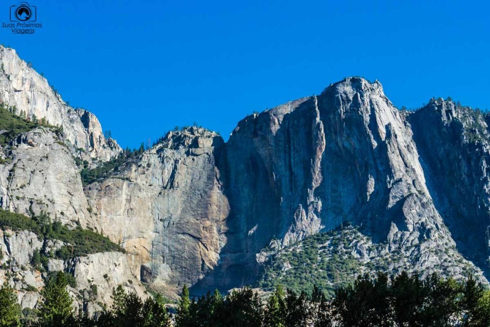 Vista do Yosemite Falls seco em um dos National Parks no EUA