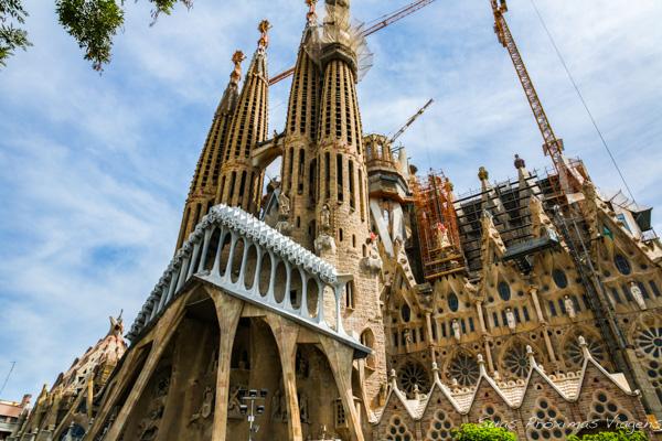 Sagrada Família vista em perspectiva em Barcelona
