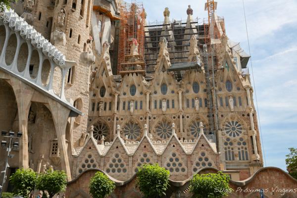 Lateral da Sagrada Família em O que fazer em Barcelona
