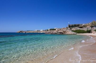 O mar em Paradise Beach em Mykonos