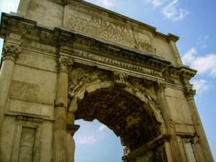 Close dos Arcos de Constantino em o que fazer em Roma