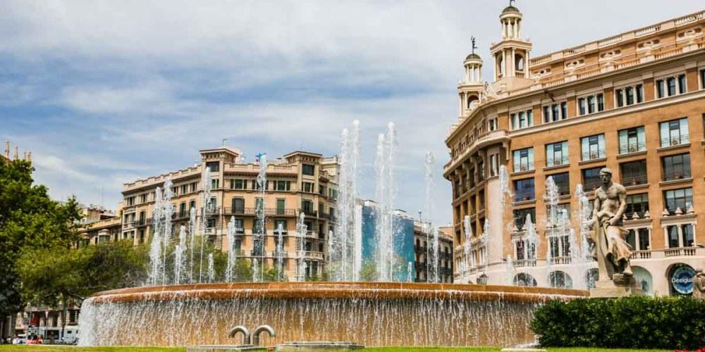 Praça em Onde se hospedar em Barcelona