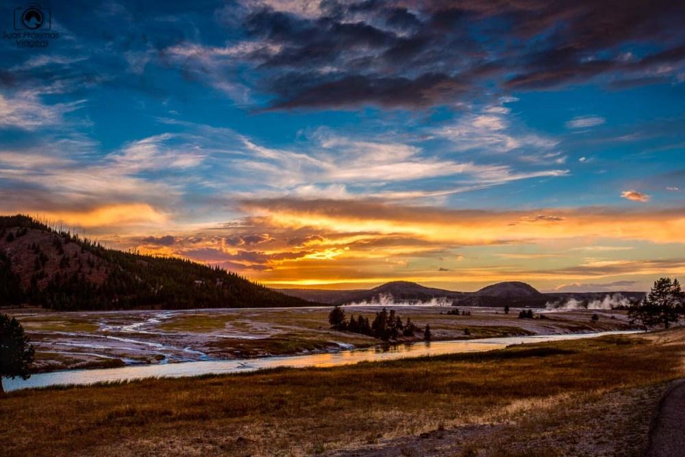 Pôr do Sol no Firehole River no Yellowstone, um dos Parques Nacionais
