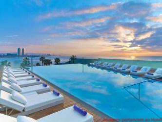 Vista da Piscina Superior do Hotel W em onde se hospedar em Barcelona