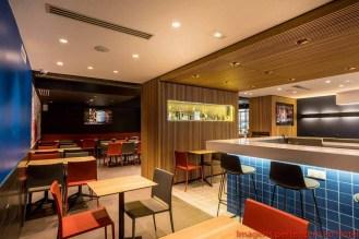 Bar do Kyriad em onde se hospedar em Paris
