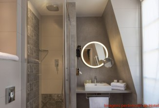 Banheiro do Quarto do Hôtel Comete Paris em Onde Se Hospedar em Paris