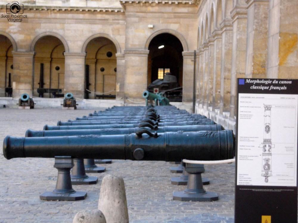 Canhões na Entrada dos Invalides eom O Que Fazer em Paris