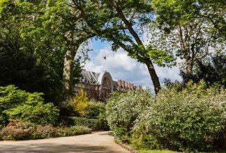 Praças Arborizadas em uma Viagem para Paris