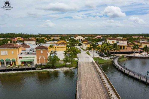 Vista Aérea do Coconut Point Mall na Paradise Coast
