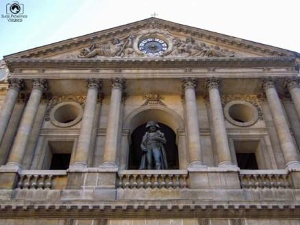 Estátua de Napoleão em pontos turísticos de Paris