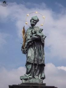 Escultura na Ponte Carlos em Praga