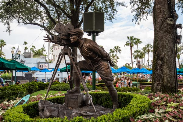 Escultura de Bronze do Cinegrafista nos parques da disney