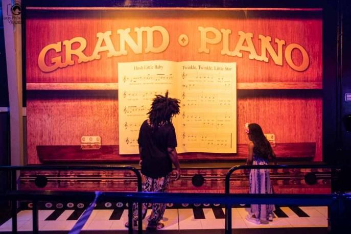 Grand Piano no Wonderworks - Casa de ponta cabeça em Orlando