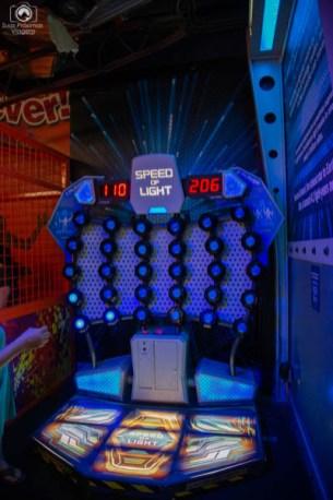 Simulador da Velocidade da Luz no Wonderworks - Casa de ponta cabeça em Orlando