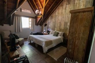 Imagem da Suite com Ar Condicionado na Pousada da Pedra em Onde ficar em Campos do Jordão.