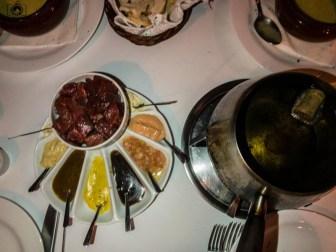Imagem do Fondue de Carne no La Coupole em Restaurantes de Campos do Jordão