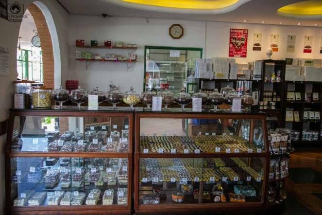 Imagem do Display dos Chocolates na loja em onde comer em campos do jordão