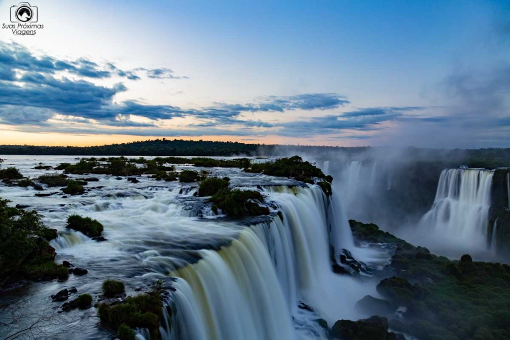 Imagem das Cataratas do Iguaçu ao amanhecer