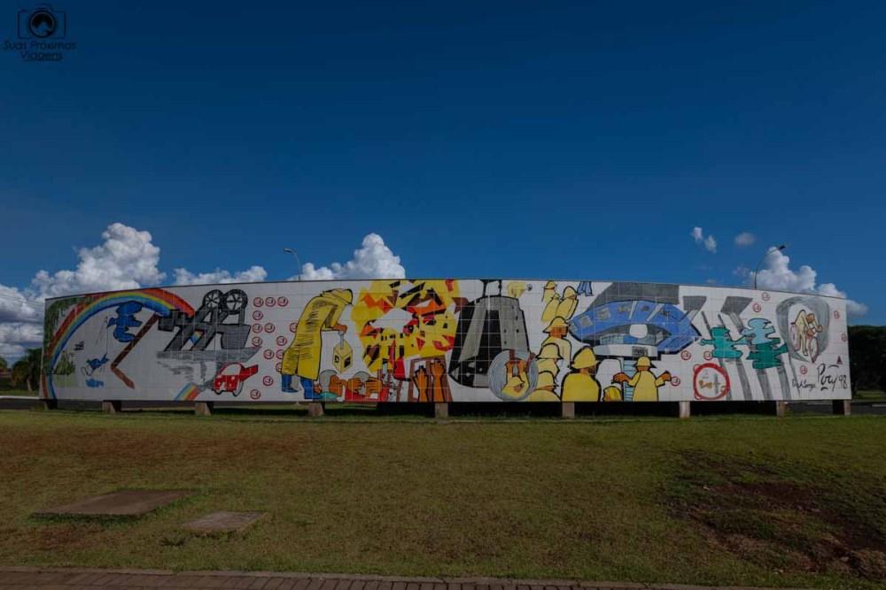 Vista de uma Obra de Arte em Homenagem à Usina de Itaipú em o que fazer em Foz do Iguaçu