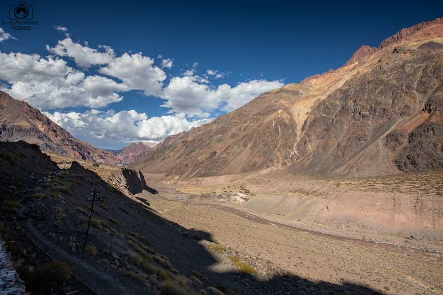 imagem da estrada entre Mendoza e Santiago