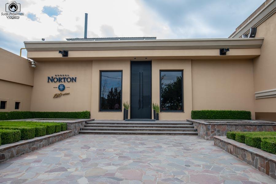 Imagem da Entrada da Vinícola Norton em Mendoza