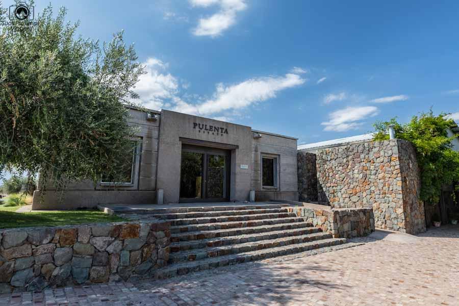 Imagem da entrada da Vinícola Pulenta em Mendoza