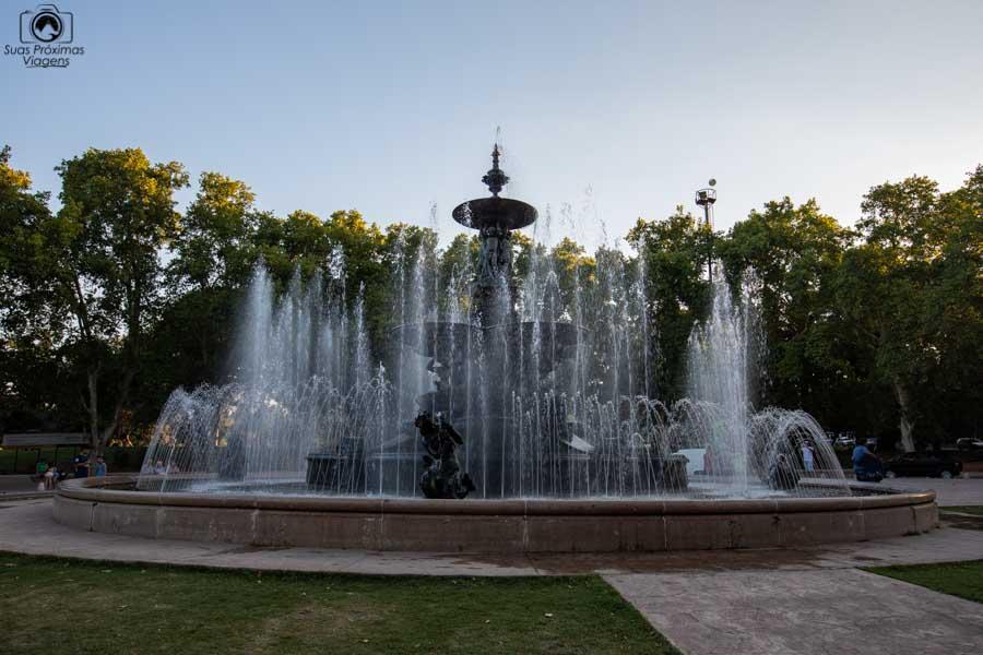 Imagem da fonte com águas dançantes em Mendoza