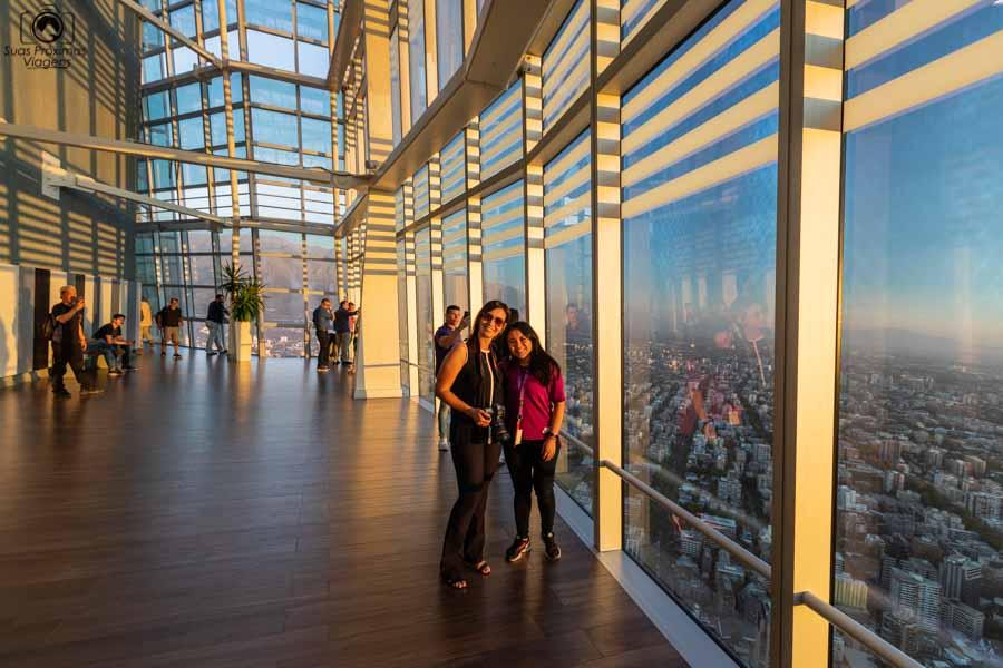 Imagem do interior do Sky Costanera em Santiago do Chile