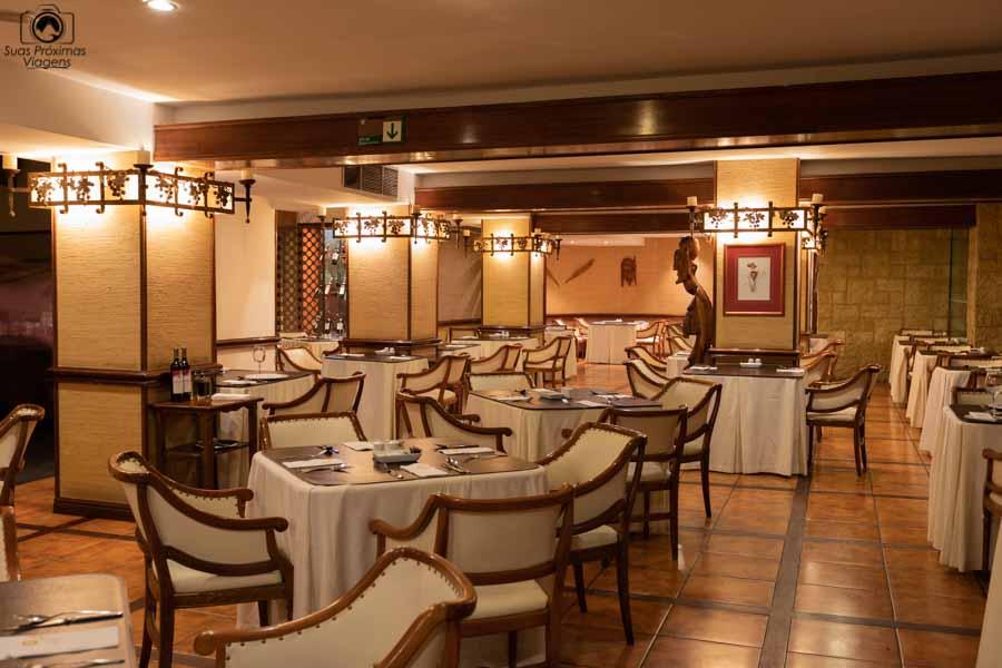 Imagem do restaurante do Hotel Galerias em Santiago