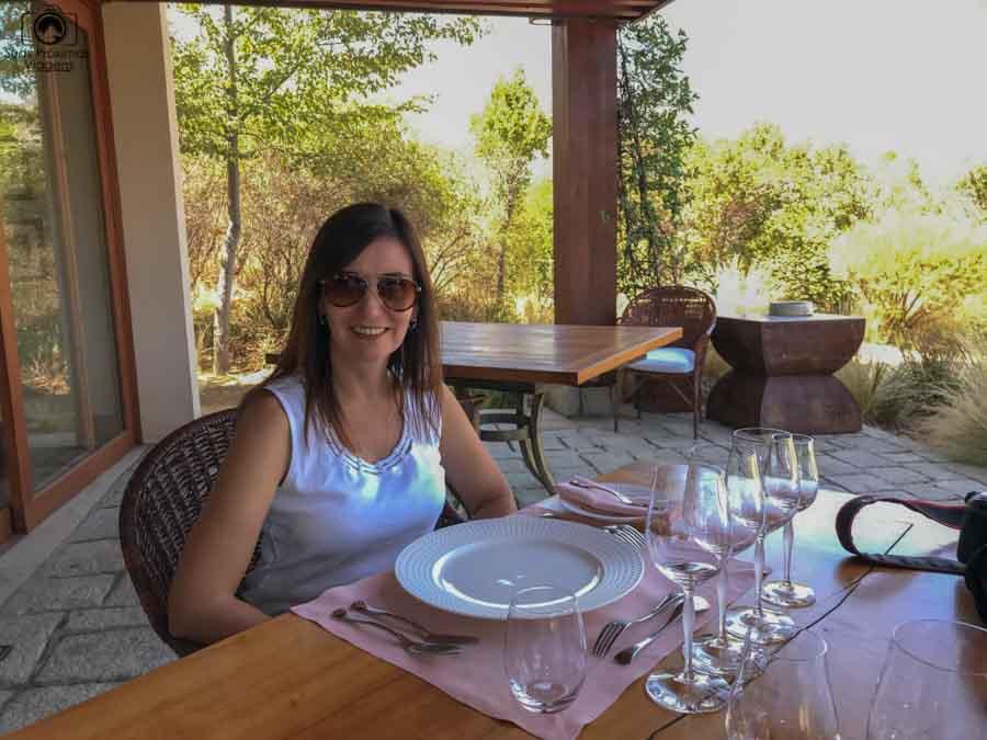 imagem da sílvia no almoço do restaurante clos apalta no vale de colchagua