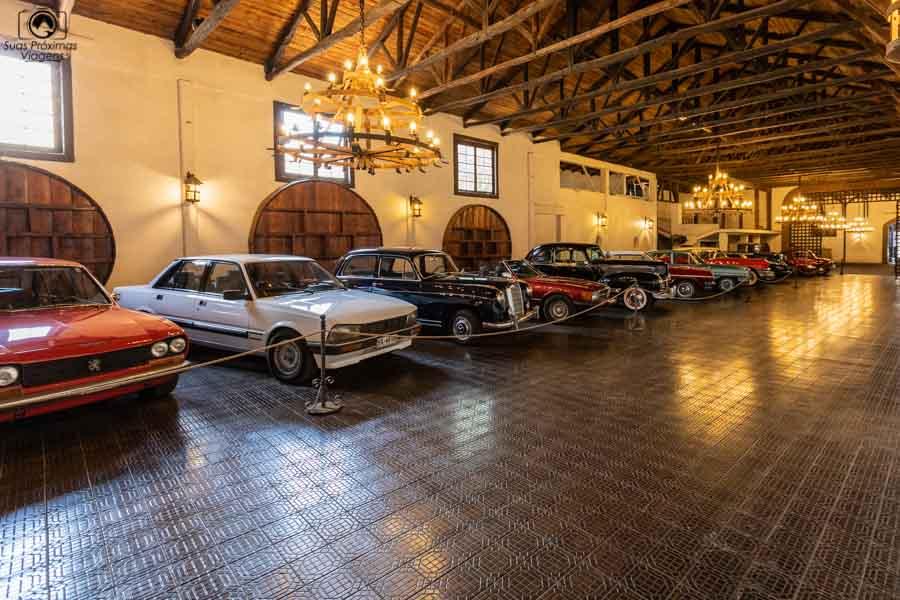 Imagem da coleção de carros antigos da Casa Silva no Vale de Colchagua