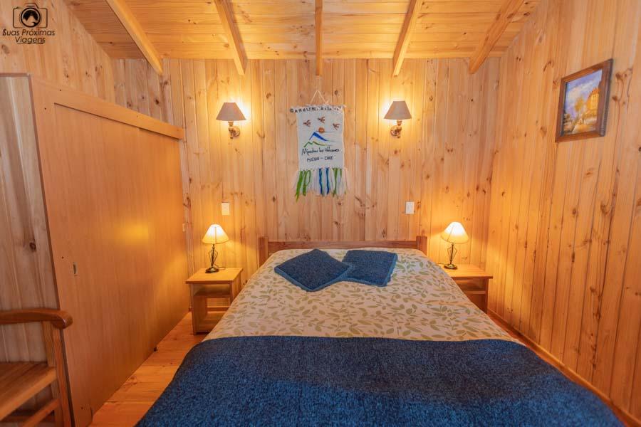 Imagem do quarto de casal da cabana do Mirador Los Volcanes