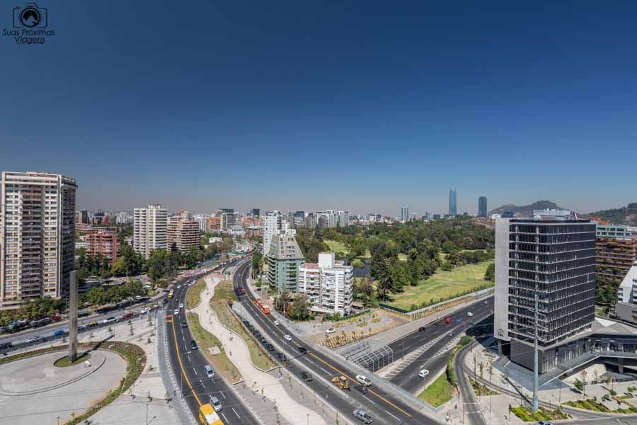 Imagem da vista desde o quarto no Cumbres Vitacura em onde ficar em Santiago