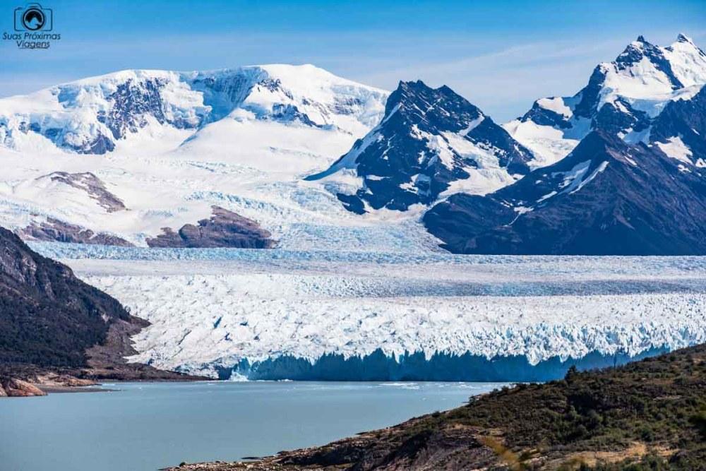 Imagem do Glaciar Perito Moreno em El Calafate com a vista da cordilheira dos andes