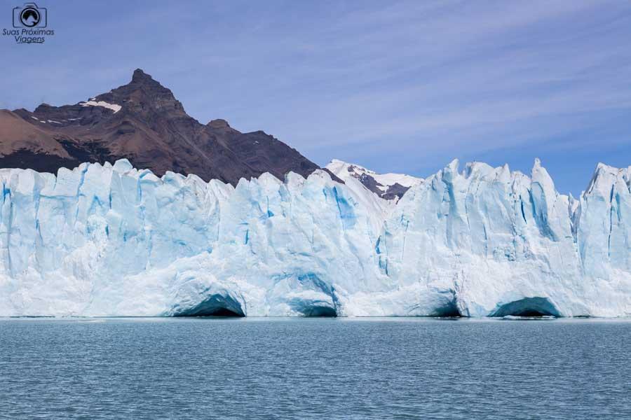 Imagem de cavernas no Glaciar Perito Moreno durante navegação com a Southern Spirit