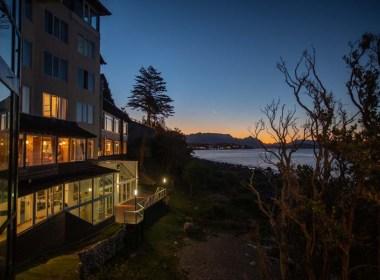 imagem do hotel à beira do lago Nahuel Huapi em onde ficar em Bariloche