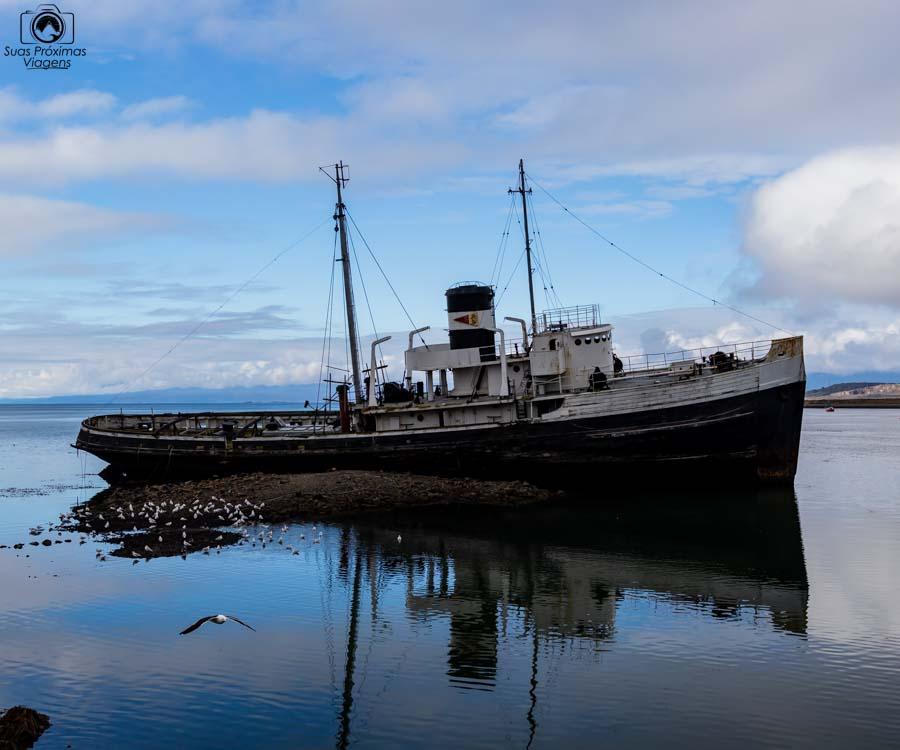 imagem do barco encalhado em Ushuaia