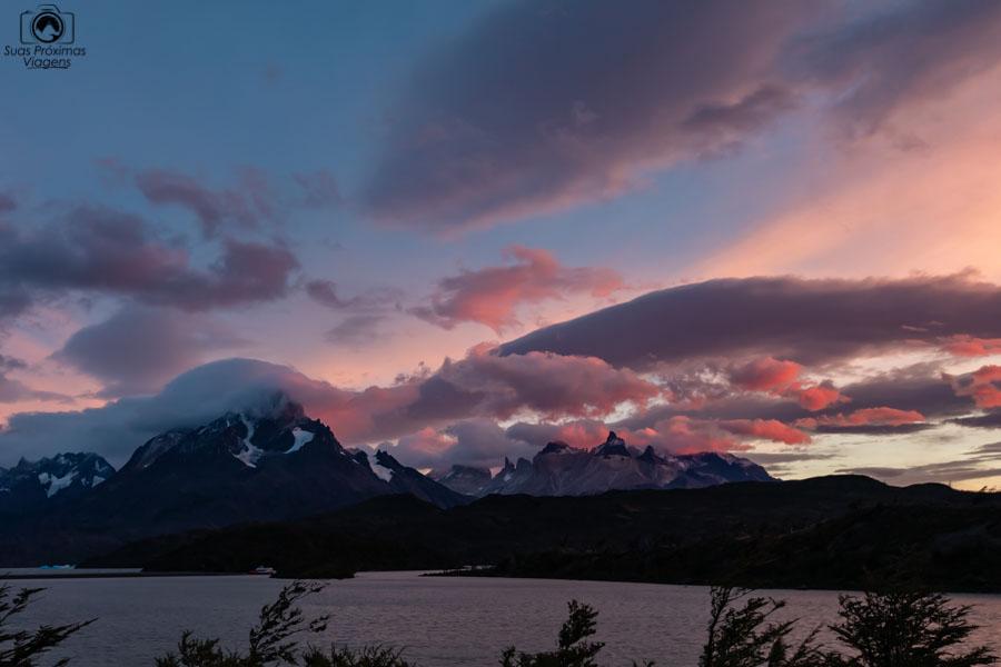 Imagem do amanhecer no Lago Grey