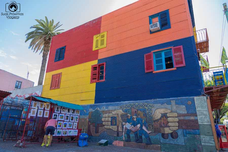 imagem dos artistas de rua na Caminito em Buenos Aires